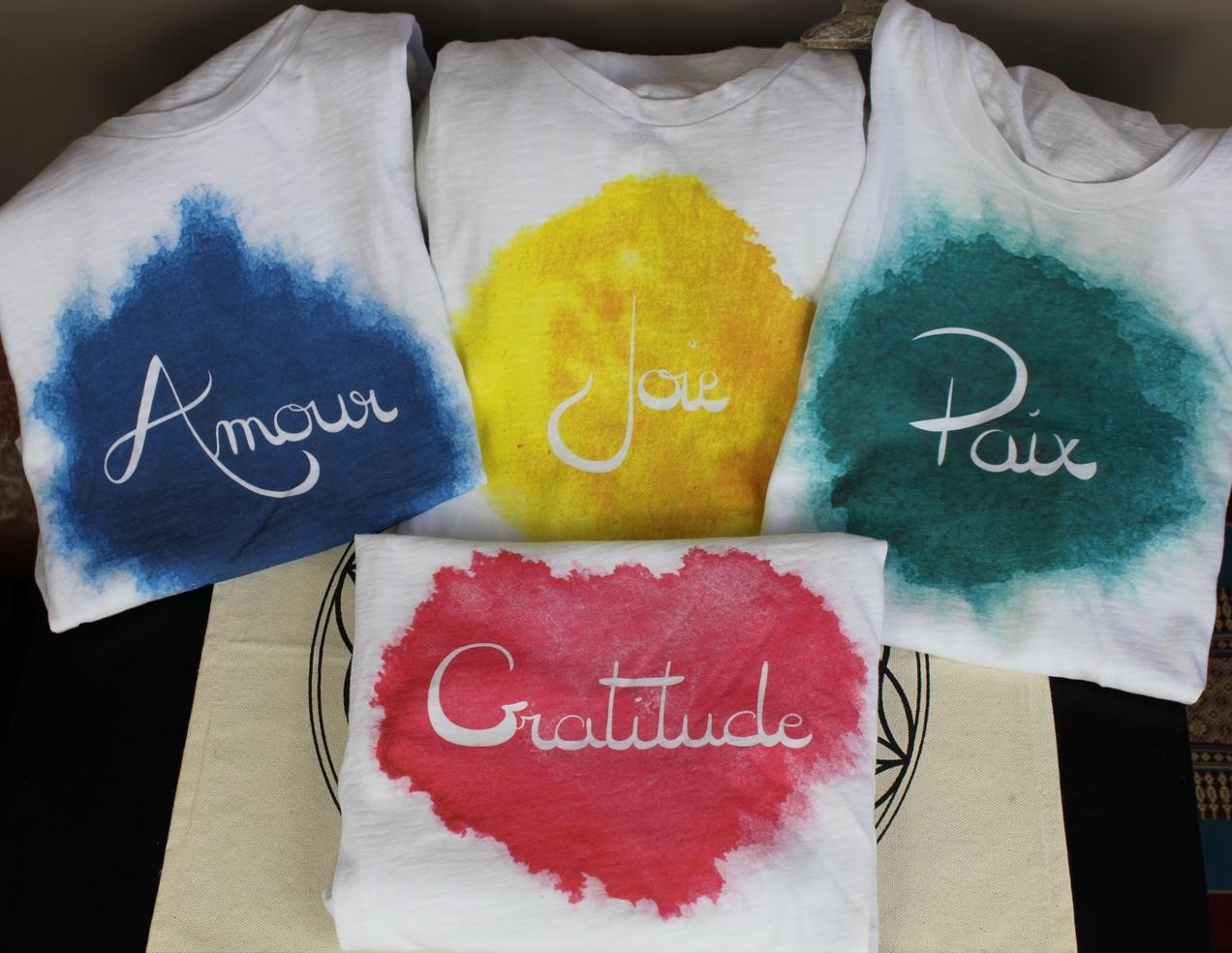 Débardeurs t-shirts vêtement femme coton bio et équitable GOTS Mémos D'Amour mots positifs Amour Joie Gratitude Paix